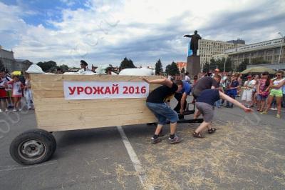 """""""Саратовский калач"""" на Театральной площади"""