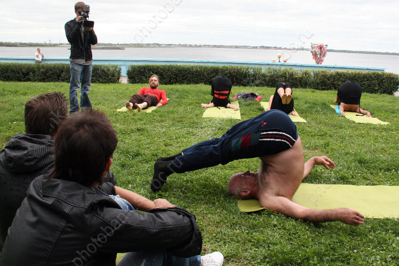 Объявления о занятиях йоги
