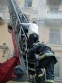 Спасение жителей по пожарной лестнице, пожар на ул. Советская.